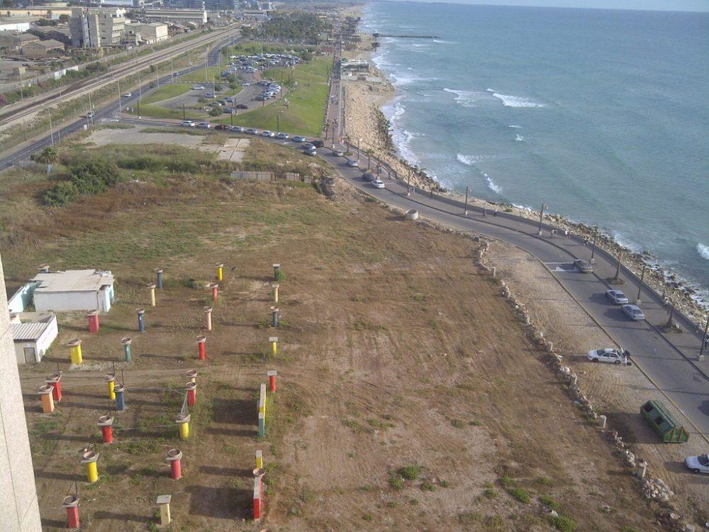 האזור אשר היה מיועד להתרחבות מגדלי חוף הכרמל - החוף הדרומי של חיפה מבט ממגדלי חוף הכרמל (צילום: ירון כרמי)