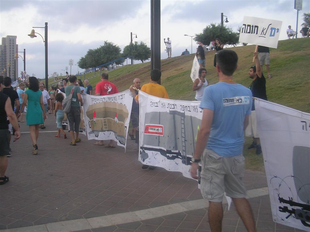 הפגנה נגד חישמול עילי של הרכבת בחיפה - החוף הדרומי (צילום: ירון כרמי)