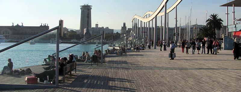 החזית הימים של ברצלונה - מטב מקצה המזח לכיוון לב העיר ולרחוב הרמבלא (צילום: ירון כרמי)