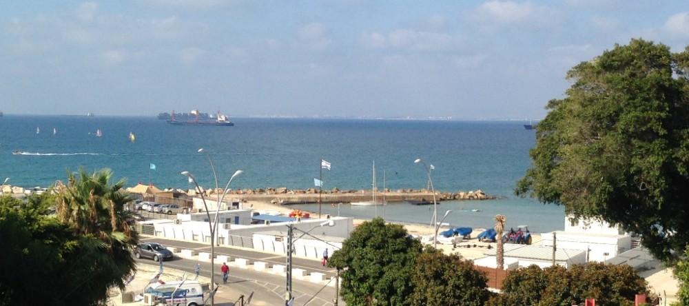 """החוף השקט בחיפה - מבט מרמב""""ם (צילום: ירון כרמי)"""
