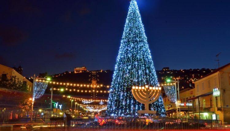 חג החגים – חנוכיה ועץ חג המולד – שדרות בן גוריון (צילום: צבי רוגר – עיריית חיפה)