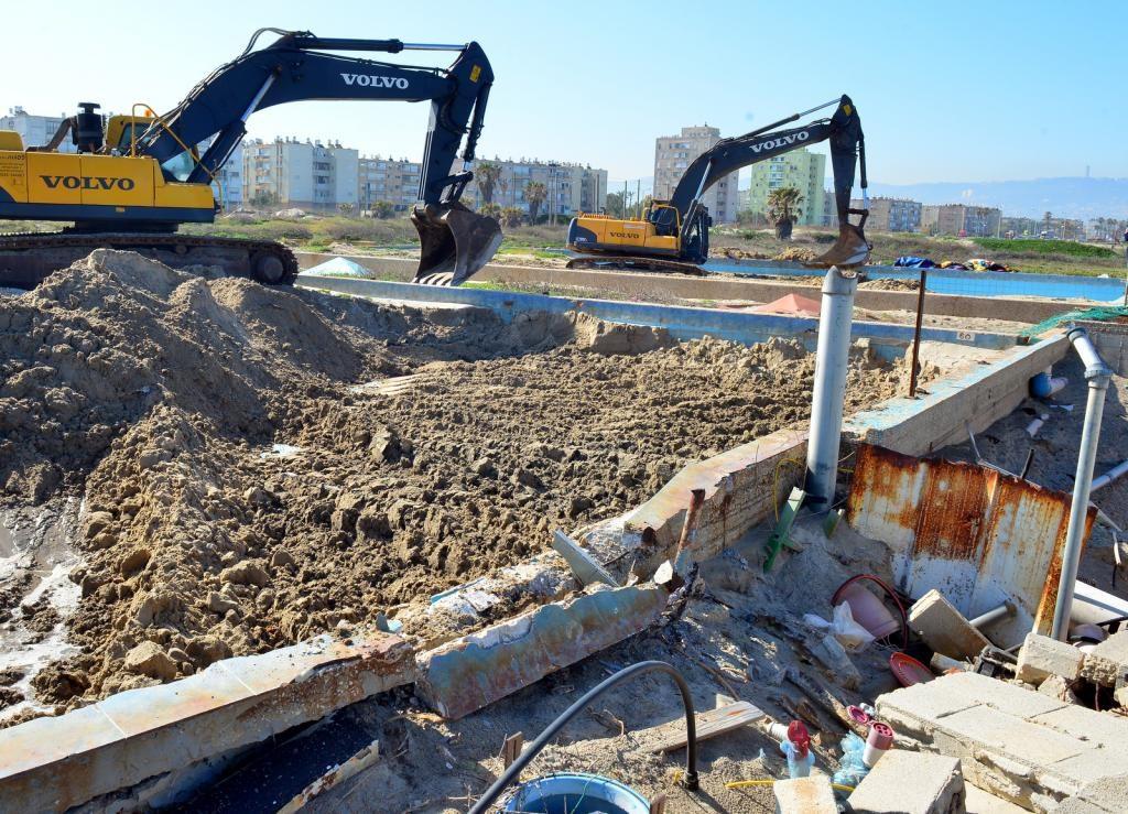 פירוק חומות הבטון - חוף כאן - מרץ 2015 (צילום: צבי רוגר - עיריית חיפה)