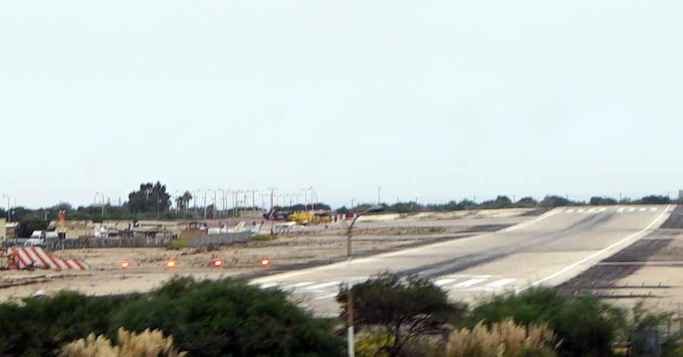 שדה התעופה של חיפה - מסלול ההמראה (צילום - ירון כרמי)