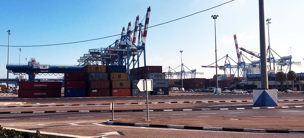 שטחי אחסון בנמל חיפה (צילום: ירון כרמי)