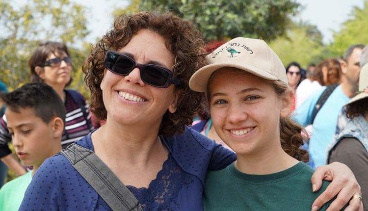 אלה אלכסנדרי ובתה בעת אירוע תמיכה בפארק הקישון (צילום: ירון כרמי)