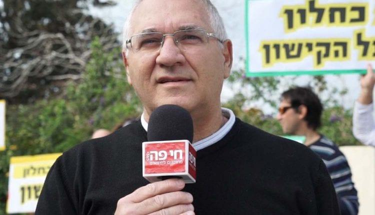 אביהו האן בהפגנה למען הקישון מול בית כחלון