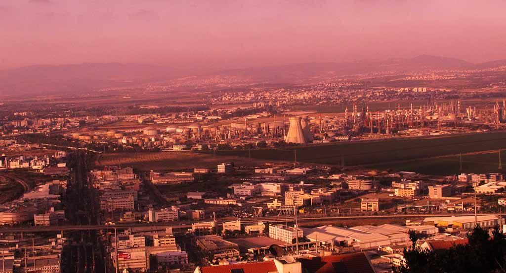 המפעלים הפטרוכימיים במפרץ חיפה (צילום: חי פה)