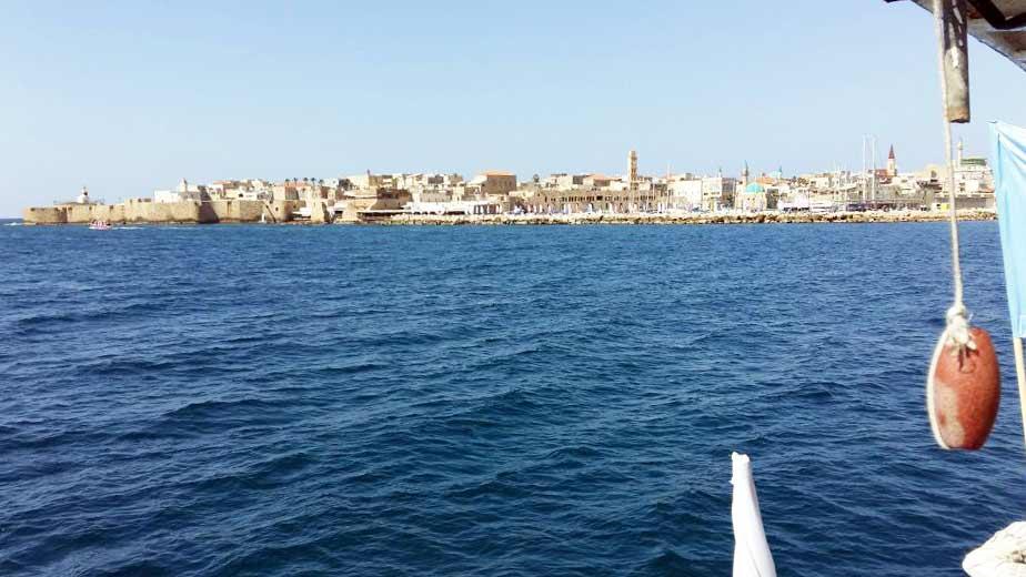 """חומות עכו - מבט מהספינה """"מלכת עכו"""" המשייטת בין חיפה לעכו"""
