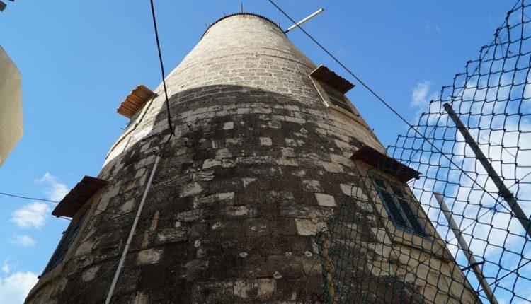 טחנת הרוח הטמפלרית בשכונת בת גלים (צילום – ירון כרמי)