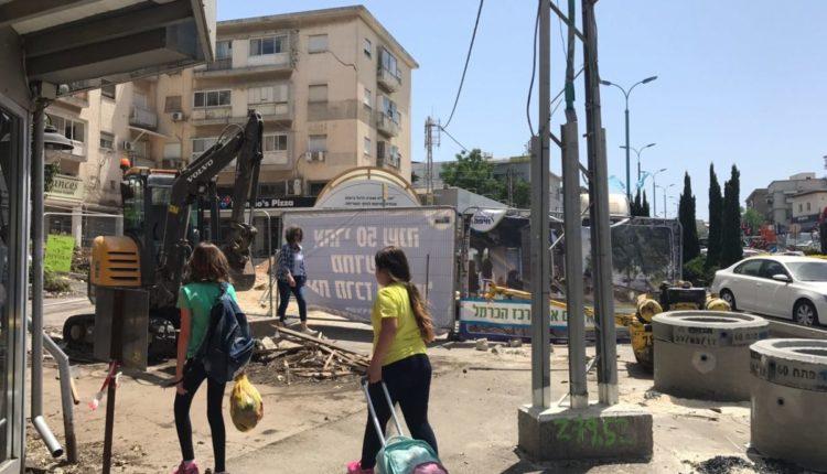 עבודות במרכז הכרמל – הסוחרים מתבוננים בתקווה
