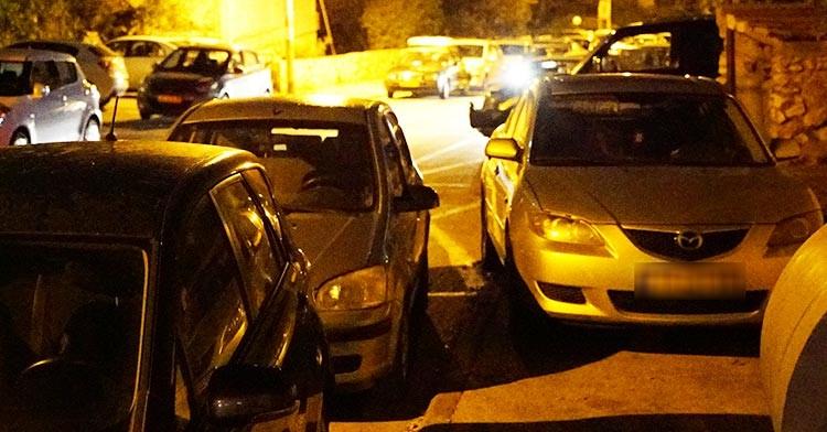חניה על מדרכה בחיפה (צילום: ירון כרמי)