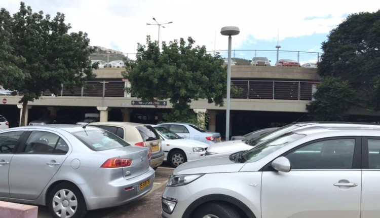 חניה חינם בקניון עזריאלי בחיפה (צילום: נגה כרמי)