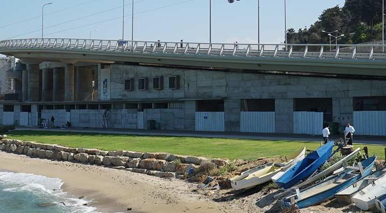מחלף אלנבי ומועדון הגולשים האטום בחיפה (צילום: ירון כרמי)