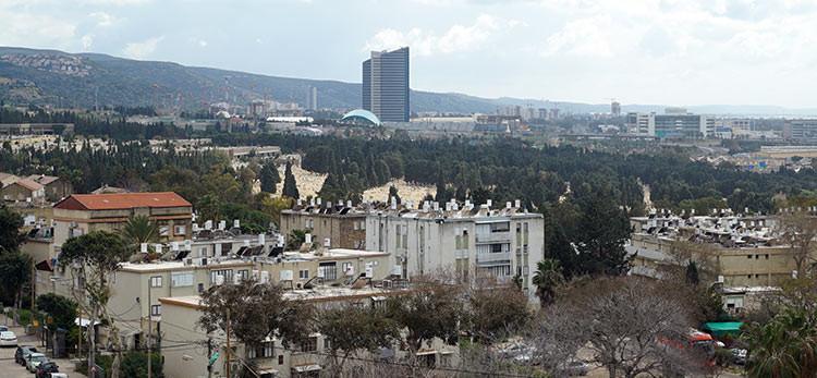 שכונת נווה דוד ומדרום לה בית העלמין כפר סמיר (צילום: ירון כרמי)