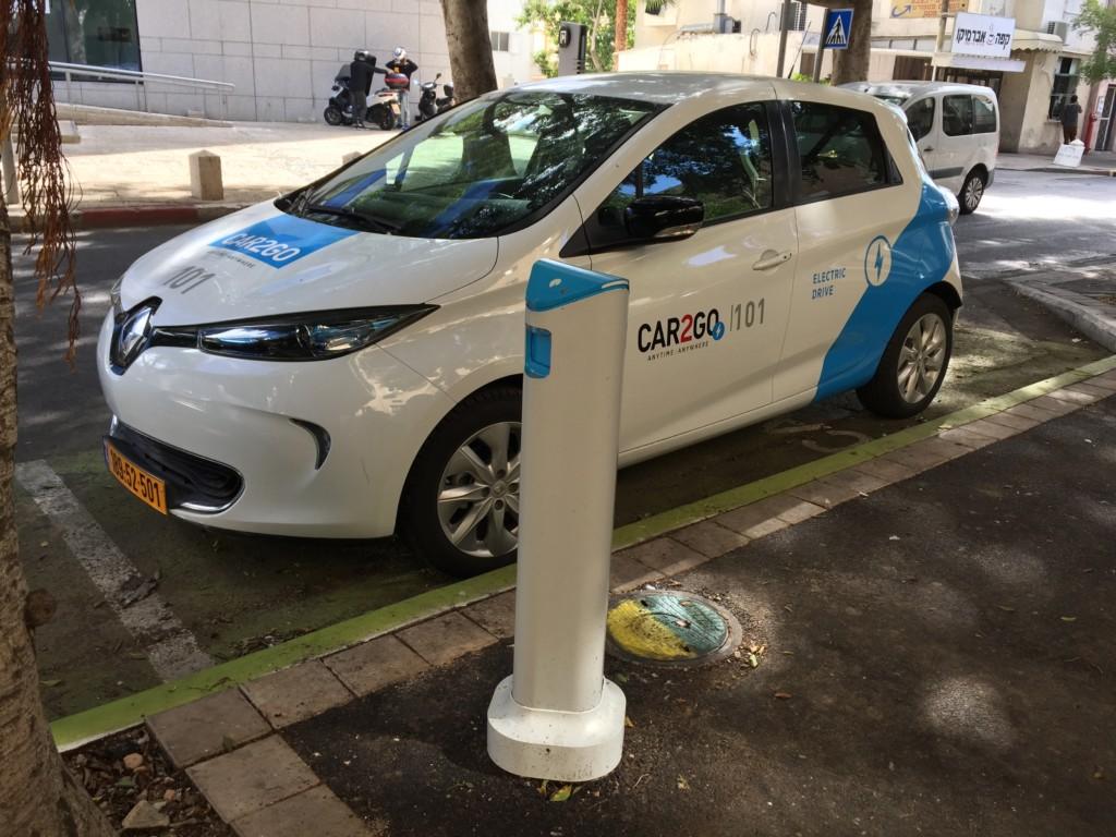 רכב חשמלי שיתופי - Car2Go (צילום: ירון כרמי)