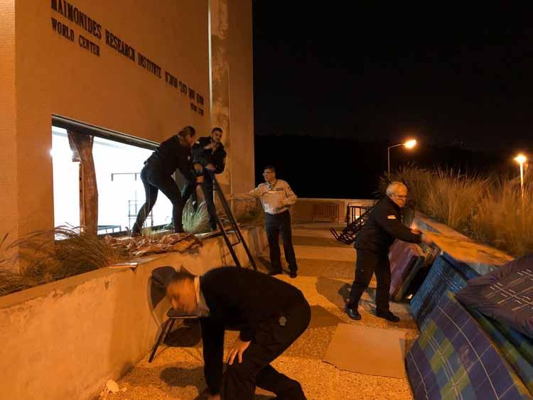 פינוי השתלטות חרדים על מבנה ברמת בגין (צילום - ראובן כהן - דוברות עיריית חיפה)