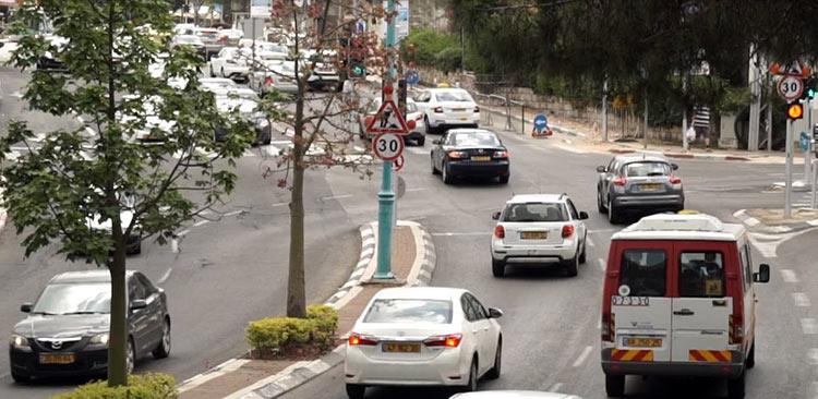 עומס תנועה בשדרות מוריה בחיפה (צילום - ירון כרמי)