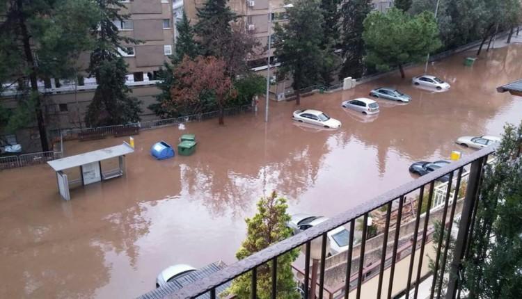 הצפה קשה ונזק אדיר למכוניות ברחוב אבא הילל סילבר – לייד בית אבא חושי בחיפה – 25.1.2018 (צילום – ענת קוטלר)