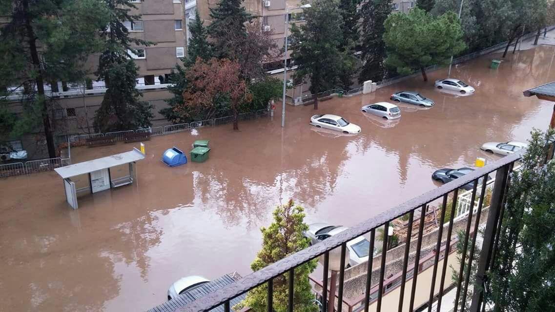 הצפה קשה ונזק אדיר למכוניות ברחוב אבא הילל סילבר - לייד בית אבא חושי בחיפה - 25.1.2018 (צילום - ענת קוטלר)