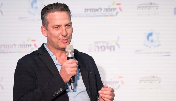 בנג'י סינגר בכנס יוזמה לאומית עם אראל מרגלית – חיפה (צילום – ירון כרמי)
