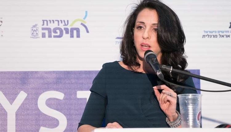 ג'ומאנה חאכים בכנס יוזמה לאומית עם אראל מרגלית – חיפה (צילום – ירון כרמי)