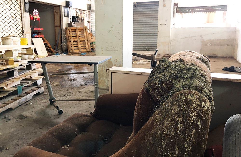 הקומה השנייה של שוק תלפיות נטושה - הזנחה ועזובה בכל פינה - ינואר 2018 (צילום - ירון כרמי)