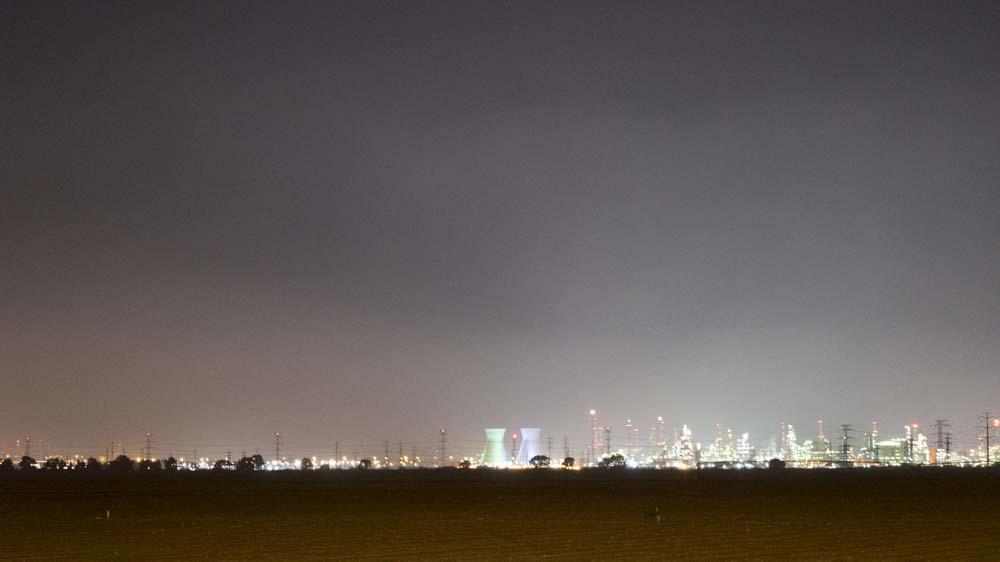 זיהום אוויר בחיפה - צילום לילה