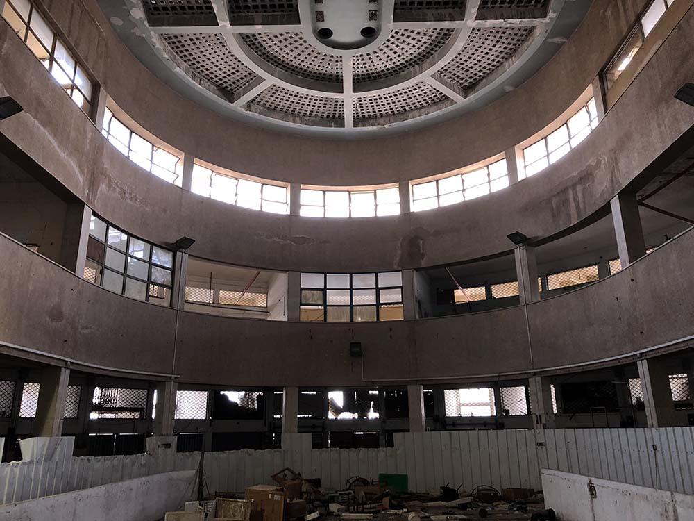 שוק תלפיות בחיפה - מבנה מרהיב שתוכנן על ידי האדריכל משה גרסטל (צילום - ירון כרמי)