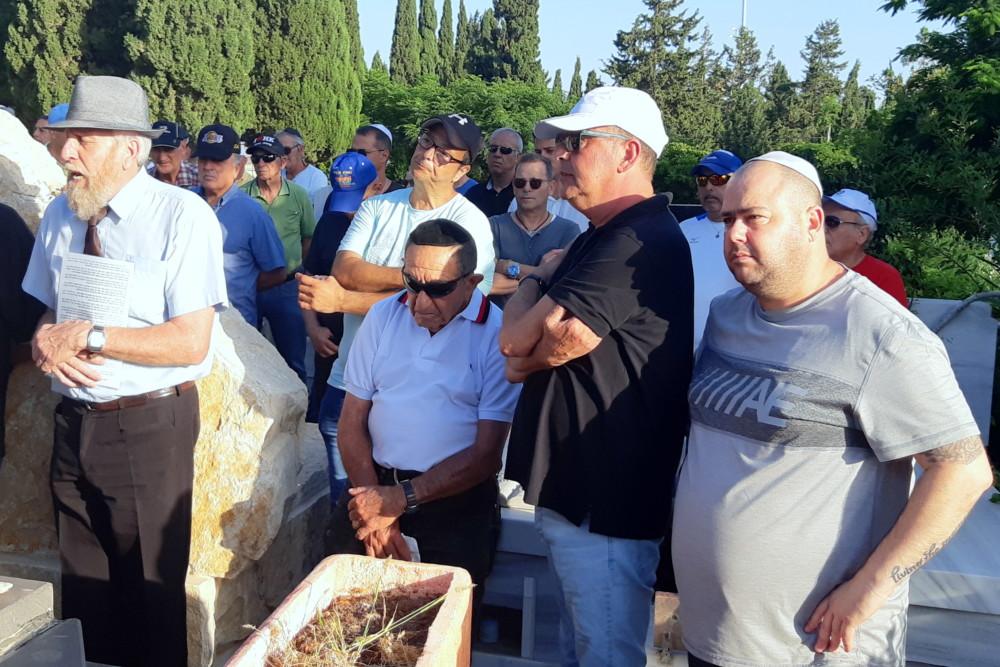 """אזכרה במלאת 31 שנה למותו הטרגי של אבי רן ז""""ל בבית העלמין בחיפה. (צילום: אדיר יזירף)"""