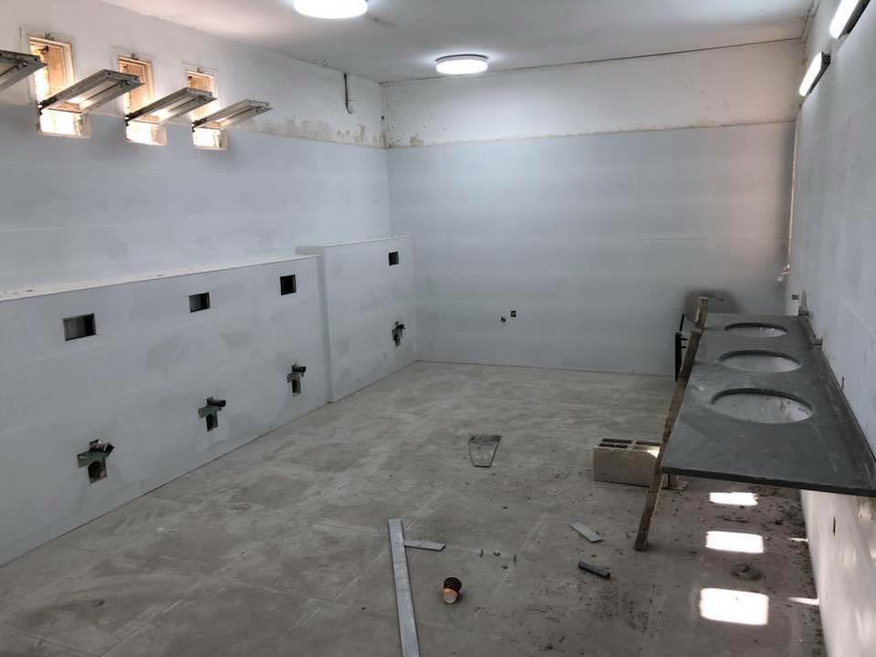 חדרי שירותים בבית הספר שיפמן בטירת הכרמל - ימים ספורים לפני תחילת הלימודים
