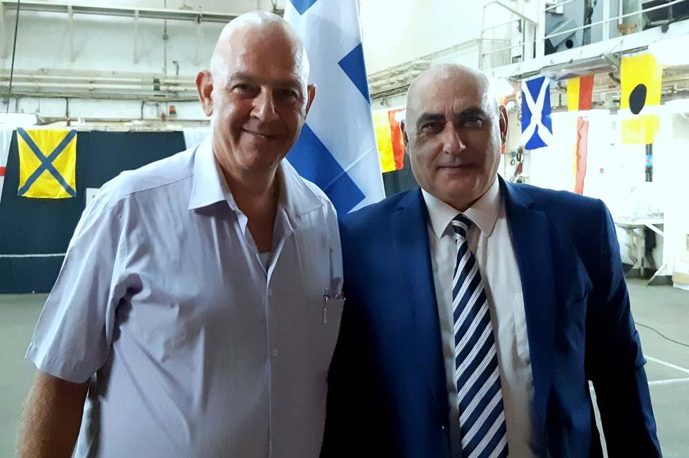 """מימין: מנכ""""ל """"רדיו יאסו"""" אלי זילברמן וקונסול יוון בחיפה קוסטה זינוביוס. (צילום: אדיר יזירף)"""