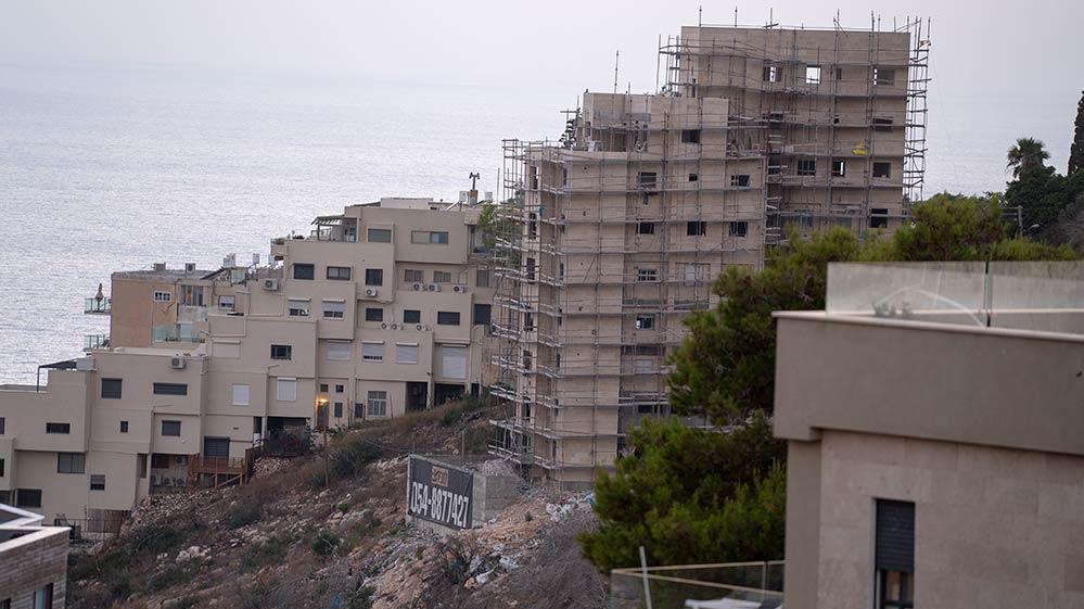 עיבוי בינוי בחיפה (צילום - ירון כרמי)