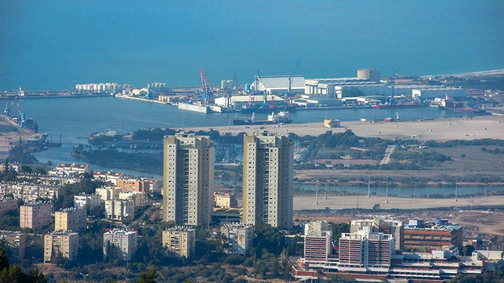 שפך הקישון ונמל מספנות ישראל - מבט מהאוניברסיטה (צילום - נגה כרמי)