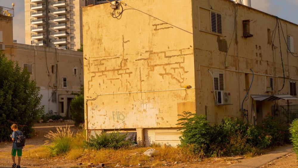 בית מתפורר בשכונת נווה דוד בחיפה - אוגוסט 2018 (צילום: ירון כרמי)