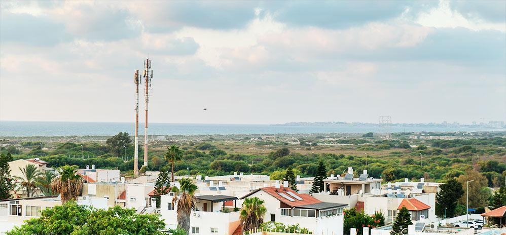 מבט אל העיר עכו מהמרפסת באלמוגים - דיור מוגן (צילום: ירון כרמי)