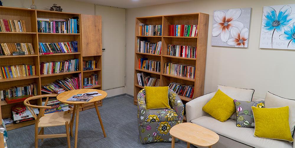 ספרייה באלמוגים - דיור מוגן (צילום: ירון כרמי)