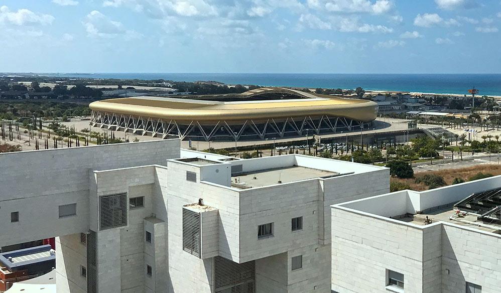 """אצטדיון הכדורגל סמי עופר, נאות פרס, מת""""ם - מבט מבניין בנאות פרס (צילום - נגה כרמי)"""