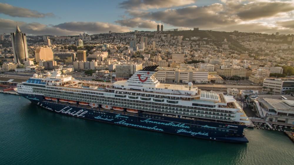 האנייה מיין שיפט 3 - Mein Schiff 3 בנמל חיפה 25/10/2018 (צילום: דוברות נמל חיפה)