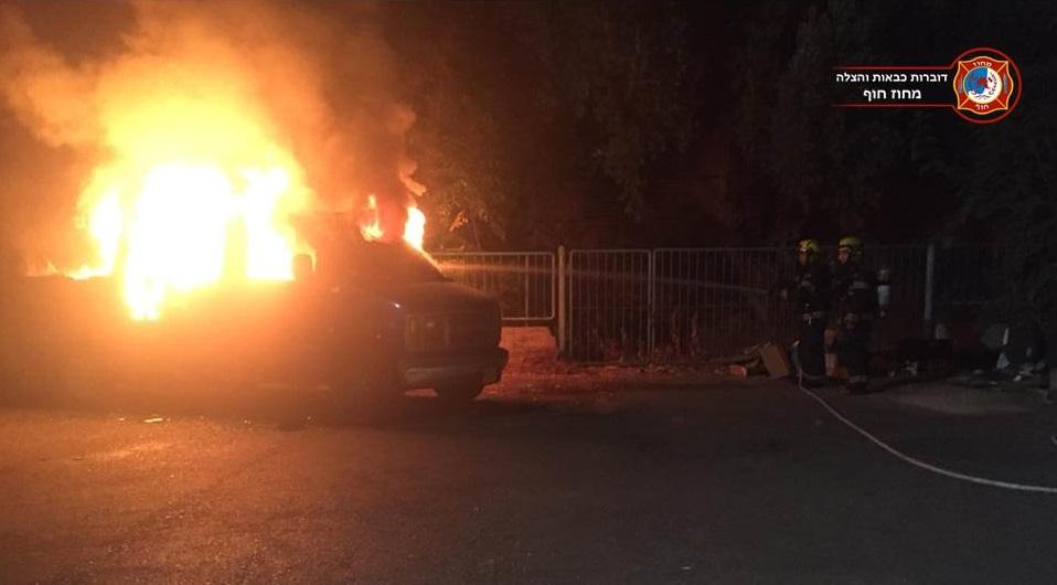 הצתת רכב בעיר נשר (צילום כבאות )