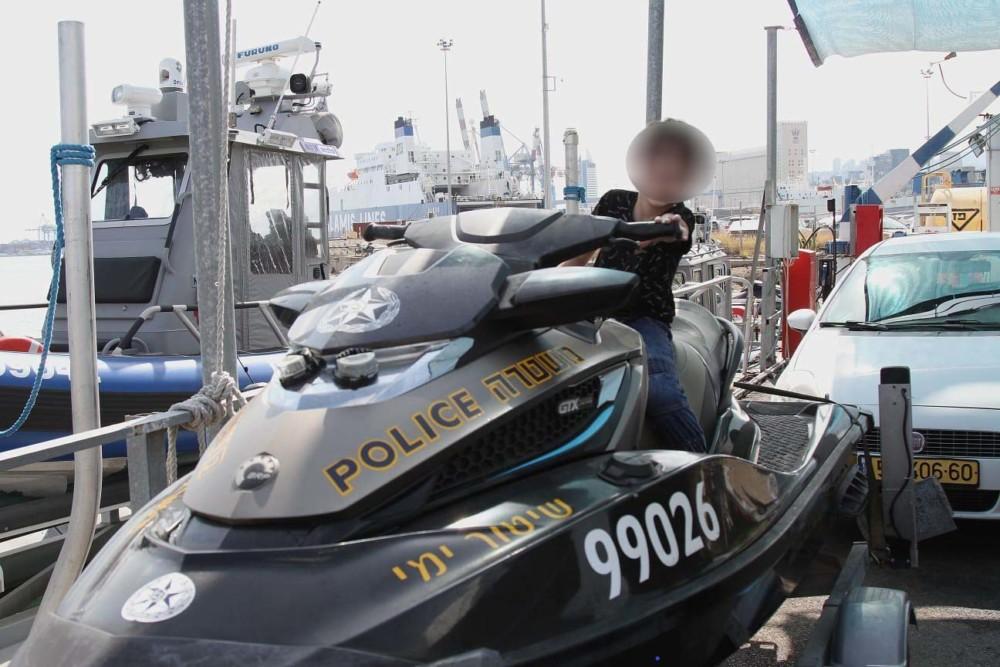 """תושב נשר בן ה-10 - קצין אג""""ם במשטרת מחוז חוף ליום אחד (צילום: משטרת ישראל)"""