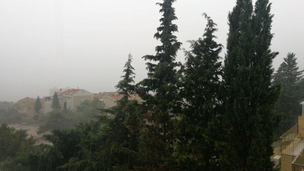 מבול בחיפה - קוראי חי פה מצלמים את היורה בחיפה - מטחי גשם, הצפות וברקים - 21/10/2018 (צילום: ענת גלעד)