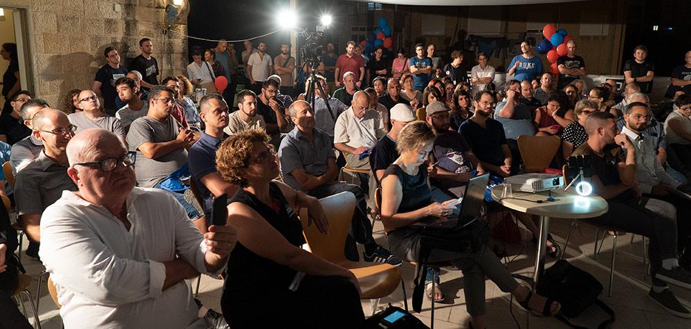 """קהל בכנס """"מקומי בחיפה"""" בראשות בועז גור - 06/10/2018 (צילום: ירון כרמי)"""