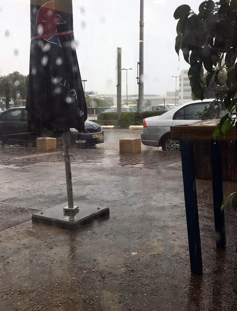 קוראי חי פה מצלמים את היורה בחיפה - מטחי גשם, הצפות וברקים - 21/10/2018 (צילום: חגי גוטמן)