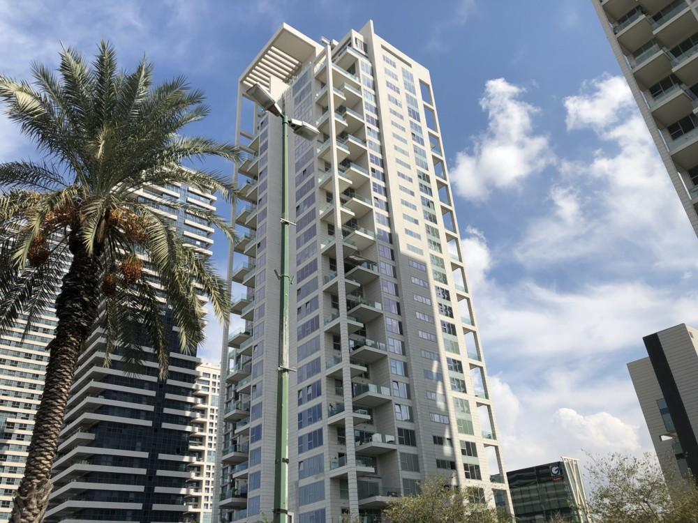 מגדלים - בנייה חדשה לגובה בתל אביב - שדרות נמיר (צילום: ירון כרמי)