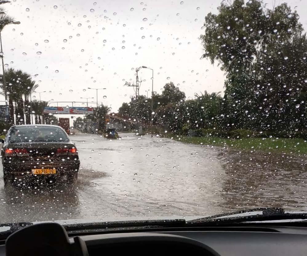 בריכת נאות פרס - קוראי חי פה מצלמים את היורה בחיפה - מטחי גשם, הצפות וברקים - 21/10/2018 (צילום: קובי כדורי)