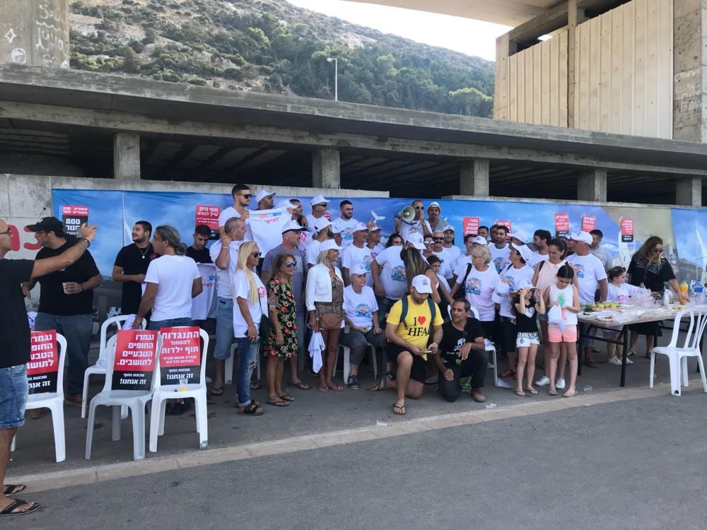 הפגנה במועדון הגולשים בחוף בת גלים בחיפה 12.10.2018 (צילום: מיכל ירון)