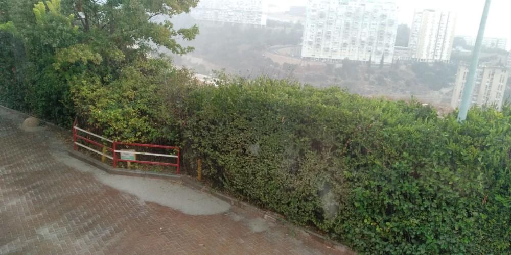 גשם במצפה ורדיה - קוראי חי פה מצלמים את היורה בחיפה - מטחי גשם, הצפות וברקים - 21/10/2018 (צילום: רחל לוין)