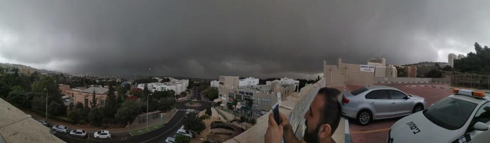 צילום פנורמי - קוראי חי פה מצלמים את היורה בחיפה - מטחי גשם, הצפות וברקים - 21/10/2018 (צילום: רותם בן סימון)