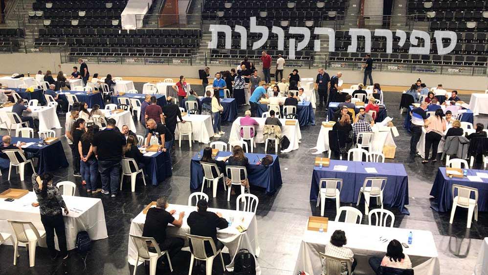 ספירת הקולות - ההצבעה לעיריית חיפה ומועצת העיר - היכל רוממה - 30.10.18 (צילום - מיכל ירון)