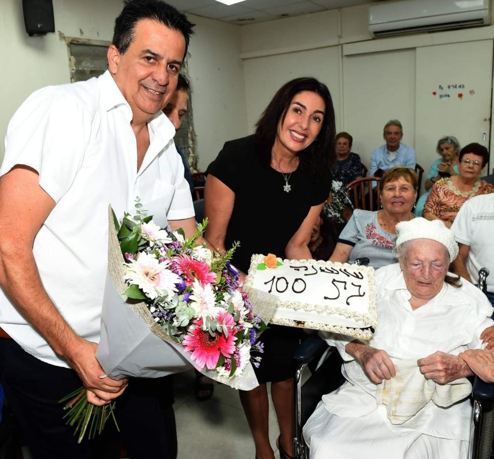 יד עזר לחבר - חגיגת יום הולדת ל עם הרה מירי רגב (צילום יוסף הירש)